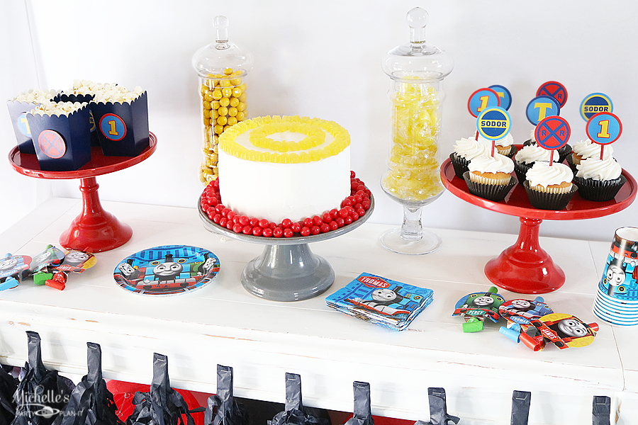 THOMAS & FRIENDS BIRTHDAY PARTY TABLE