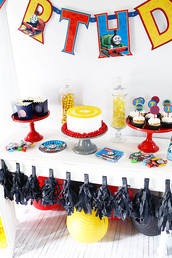 THOMAS & FRIENDS™ BIRTHDAY PARTY TABLE SET UP