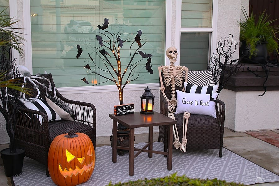 Easy Halloween Porch Decor Ideas - pillows