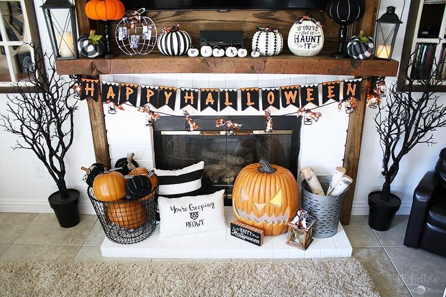 Haunted Halloween Mantle